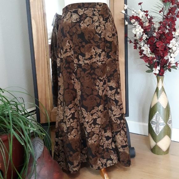 Dresses & Skirts - Gorgeous Floral Skirt